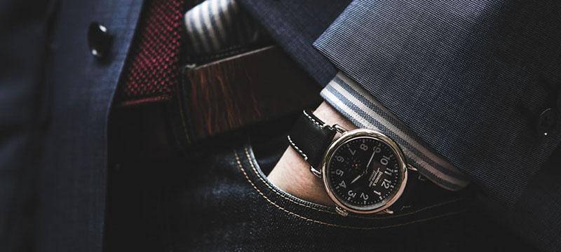68a85574a44 V naší nabídce najdete jak hodinky luxusní